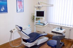 Behandlungszimmer Fachpraxis für Kieferorthopädie Dr. med. dent. Jörg Tschierschke